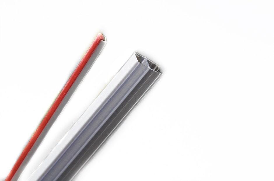 Уплотнтель стена-стекло с магнитом (самоклейка)